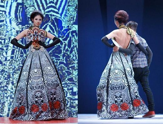 Hoa hậu Ngọc Hân lại gặp trục trặc với chiếc khóa kéo khiến bộ váy tụt khỏi người của cô trên sàn diễn của Tuần lễ Thời trang Việt Nam. Ngay lập tức, nhà thiết kế phải chạy ra và hỗ trợ Ngọc Hân hoàn thành phần trình diễn của mình.