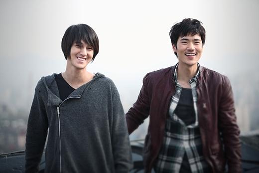 Thoát khỏi hình ảnh một chàng trai đẹp như hoa cùng vẻ thư sinh thường thấy, nỗ lực chứng tỏ thực lực diễn xuất của Kim Bum đã được công nhận qua vai diễn trong Bàn Tay Ngoại Cảm.