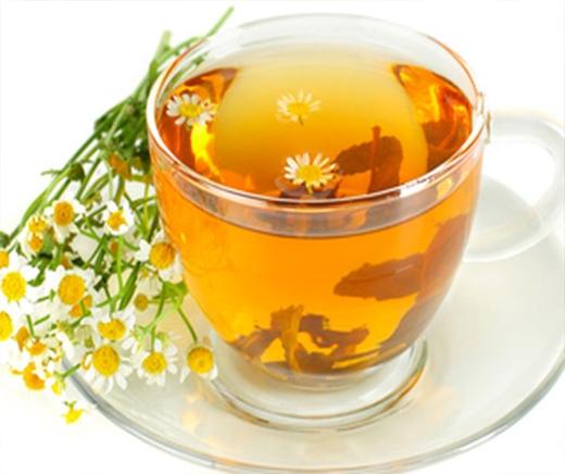 Trà hoa cúc không chỉ là một liều thuốc an thần giúp bạn có một giấc ngủ ngon, mà còn có công dụng chữa bệnh sổ mũi hiệu quả mà không mất nhiều tiền.