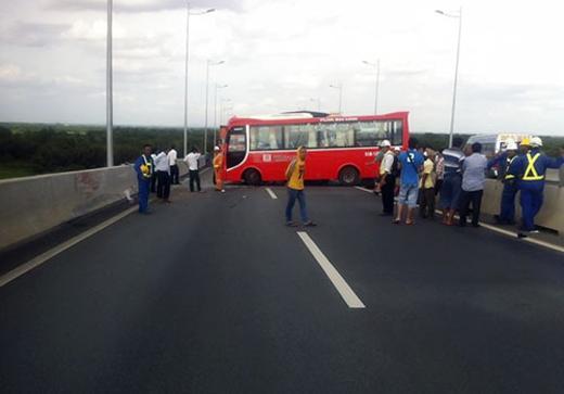 Hiện trường vụ tai nạn trên cao tốc khiến 13 người bị thương nặng