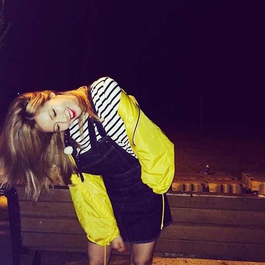 HyunA khoe trang phục dạo phố cực đáng yêu.