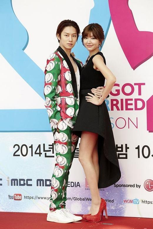 Trong khi Puff Guo vô cùng lộng lẫy thì Heechul diện trang phục không thể ăn nhập vào đâu.