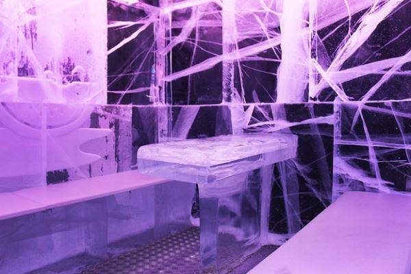 Những khối băng được sử dụng cho Icebar vẫn giữ nguyên được những khe nứt và đường vân rất tự nhiên.