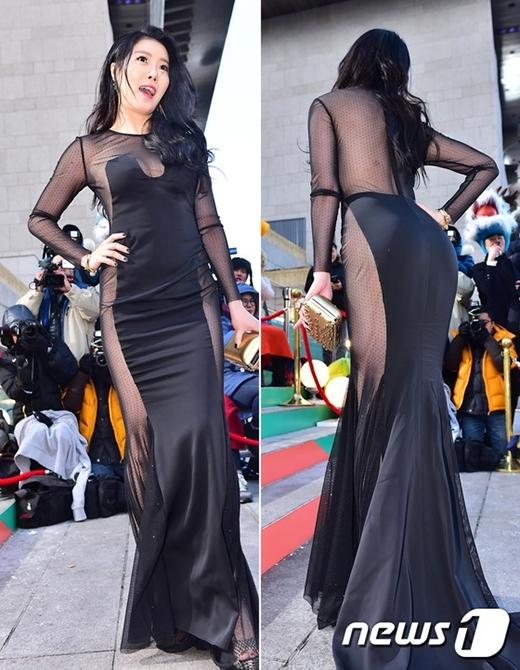 Nữ diễn viên No Soo Ram từng gây tranh cãi với trang phục thảm đỏ thảm họa này.