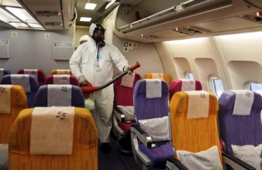 Nhà chức trách Thái Lan phun thuốc tẩy khu vực khoang máy bay
