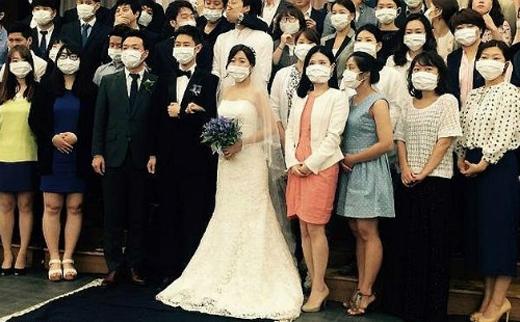 Thậm chí các đám cưới của đất nước này cũng phải đeo khẩu trang vì sợ nhiễmvirus MERS