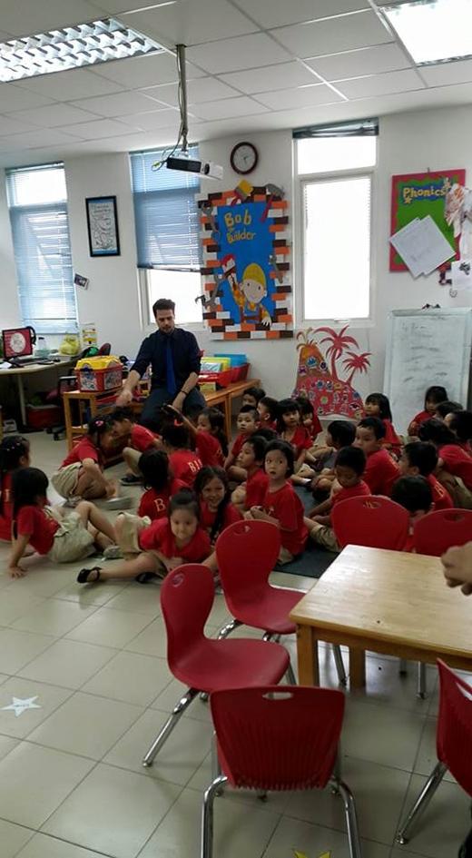 Thầy giáo và các bạn học cùng lớp với Su Beo. - Tin sao Viet - Tin tuc sao Viet - Scandal sao Viet - Tin tuc cua Sao - Tin cua Sao