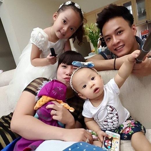 Hồng Đăng bên vợ và hai con gái. - Tin sao Viet - Tin tuc sao Viet - Scandal sao Viet - Tin tuc cua Sao - Tin cua Sao
