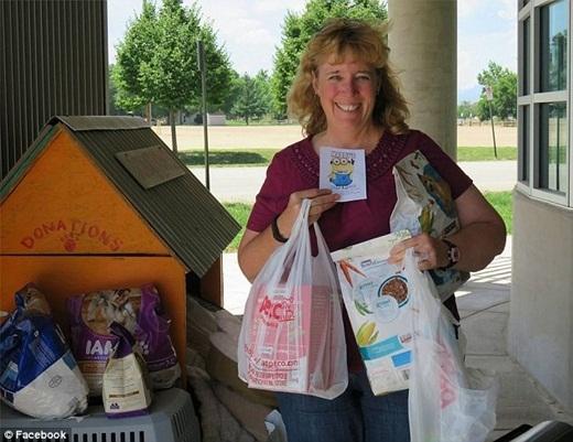 Thành viên Sandy Whisman chia sẻ việc mình đã đóng góp và tặng thực phẩm cho Hội nhân đạo như là một phụ tá của Maddy
