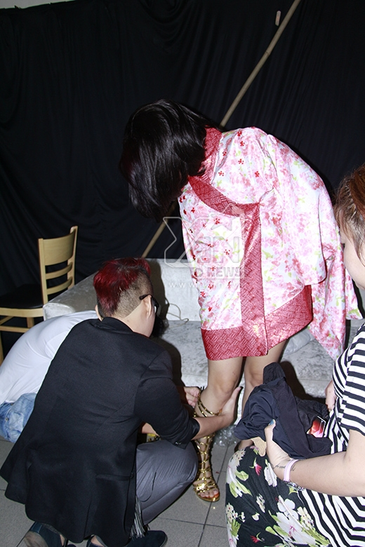 Với sự kết hợp với nhà thiết kế Chung Thanh Phong, Hải Yến hoàn toàn tự tin trên sân khấu. - Tin sao Viet - Tin tuc sao Viet - Scandal sao Viet - Tin tuc cua Sao - Tin cua Sao
