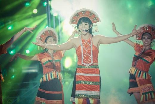 Nhạc sĩ Đức Huy khen hình ảnh cô sơn nữ của Mai Quốc Việt rất đặc biệt: Đằng trước thì nhìn rất đẹp nhưng đằng sau nhìn lại thô, vạm vỡ - Tin sao Viet - Tin tuc sao Viet - Scandal sao Viet - Tin tuc cua Sao - Tin cua Sao
