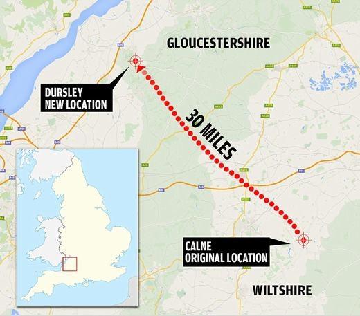 Với khoảng cách khá xa, họ đã không còn cách nào khác là đập bỏ nó và lấy những tảng đá lớn, thuê xe vận chuyển đến nơi mới cách đó 30 dặm. Địa điểm mới là một mảnh đất ở Uley, Gloucestershire – nơi mà cả hai vợ chồng đều thích.