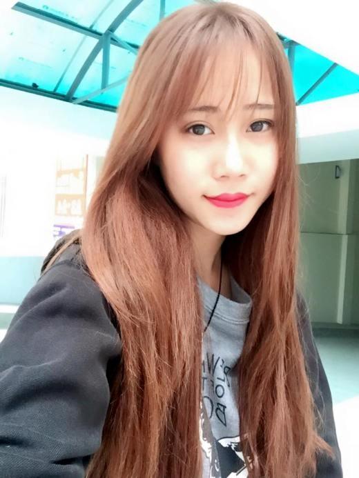 Trước đây, Khánh Linh từng được HCV cuộc thi Giọng hát các trường dân tộc nội trú toàn quốc tại Cần Thơ 2014, giải Nữ sinh thanh lịch tại trường trung học phổ thông. Tại Học viện Báo chí, Khánh Linh được khá nhiều người biết tới và cô cũng thường xuyên tham gia các chương trình hoạt động ngoại khóa của trường.