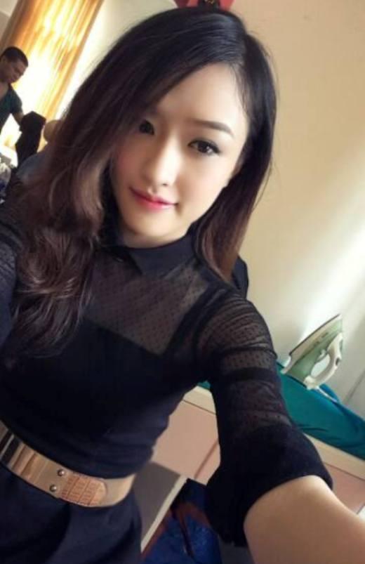 Phương Chi từng là Miss Dạ hội của cuộc thi Hoa khôi sinh viên Hà Nội 2014. Với làn da sáng trắng, chiều cao nổi bật cùng với nụ cười khả ái, Phương Chi thường xuyên được mời làm mẫu ảnh cho nhiều nhãn hàng thời trang. Phương Chi thời gian gần đây đã chính thức theo đuổi con đường nghệ thuật cô hằng mơ ước.