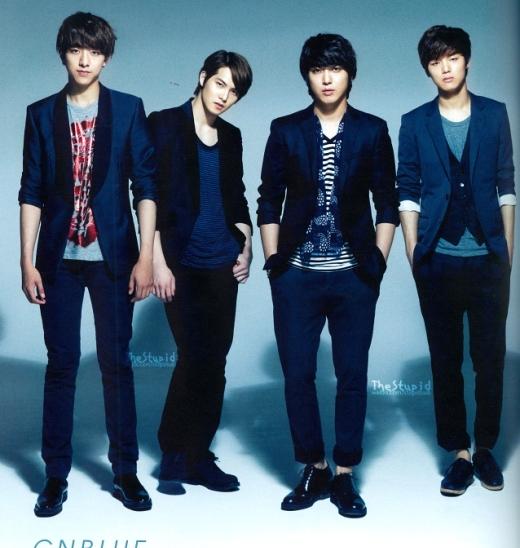Nếu không làm ca sĩ, Jungshin (CNBlue) hoàn toàn đủ điều kiện để trở thành người mẫu với gương mặt cuốn hút và chiều cao 187cm lý tưởng.