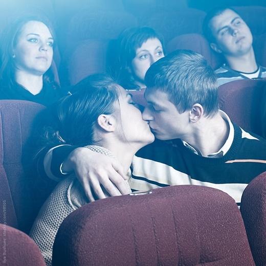 Phát khùng với 8 kiểu người phiền phức nhất trong rạp phim