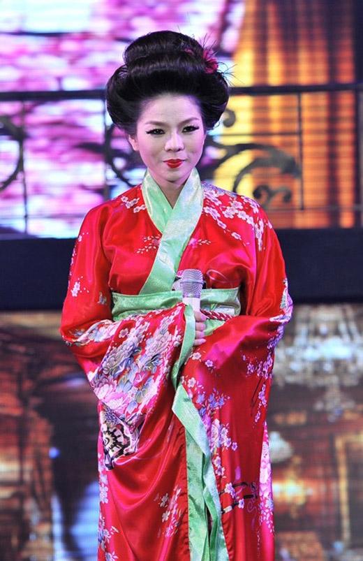 Nữ ca sĩ Lệ Quyên trông khá cổ điển khi diện trang phục truyền thống của đất nước mặt trời mọc.