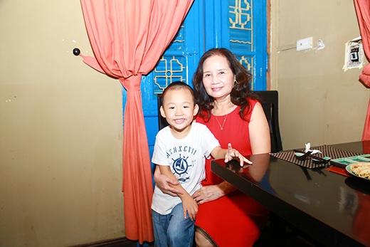 Bố mẹ chồng cũ có mặt từ sớm, giúp cô trông nom bé Bin - Tin sao Viet - Tin tuc sao Viet - Scandal sao Viet - Tin tuc cua Sao - Tin cua Sao