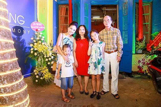 Dù đã ly hôn vài năm nhưng nữ diễn viên vẫn giữ được mối quan hệ tốt với gia đình nhà chồng cũ - Tin sao Viet - Tin tuc sao Viet - Scandal sao Viet - Tin tuc cua Sao - Tin cua Sao