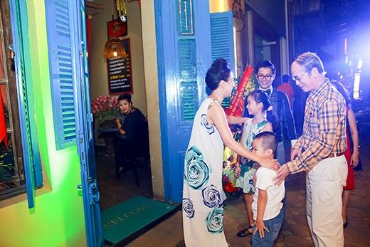 Bố mẹ chồng cũ Vân Hugo bất ngờ xuất hiện chúc mừng con dâu - Tin sao Viet - Tin tuc sao Viet - Scandal sao Viet - Tin tuc cua Sao - Tin cua Sao