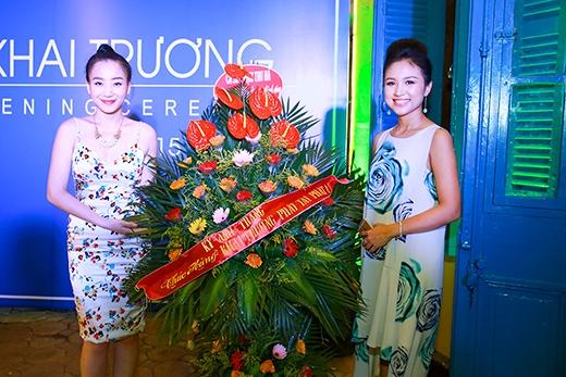 Ca sĩ Kỳ Anh Trang đến chúc mừng nữ MC. - Tin sao Viet - Tin tuc sao Viet - Scandal sao Viet - Tin tuc cua Sao - Tin cua Sao