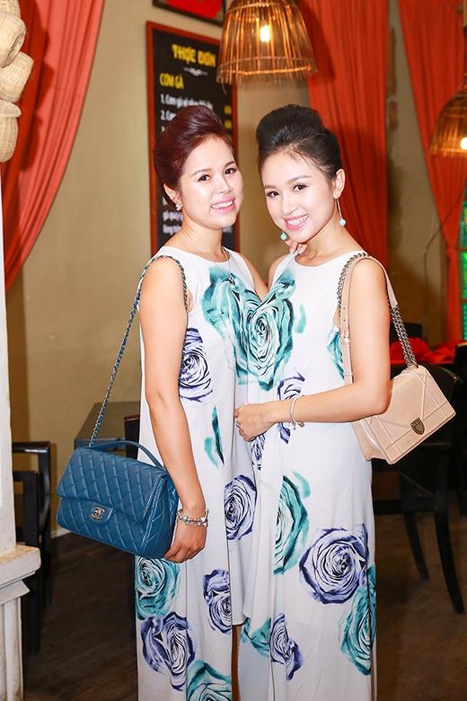 Vân Hugo và chị gái mặc váy ton sur ton - Tin sao Viet - Tin tuc sao Viet - Scandal sao Viet - Tin tuc cua Sao - Tin cua Sao