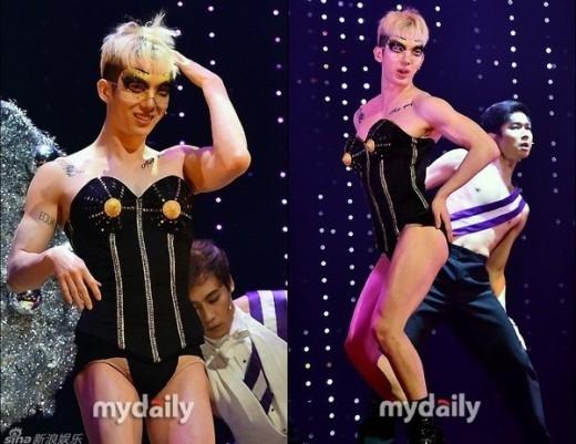 """Dù được khen là """"xinh trai"""" nhưng không ít lần Jokwon (2AM) khiến các fan ngả ngửa với những màn giả gái """"xấu ơi là xấu"""" của mình."""