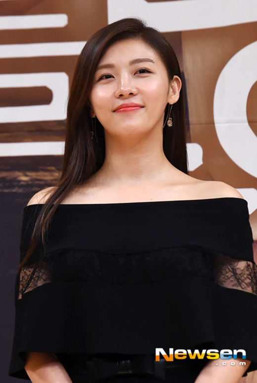 Ha Ji Won vẫn trẻ trung ở tuổi 38.