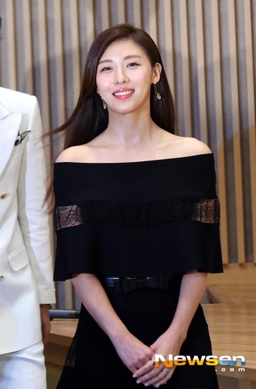Ha Ji Won tái xuất với vẻ đẹp không tì vết ở tuổi 38