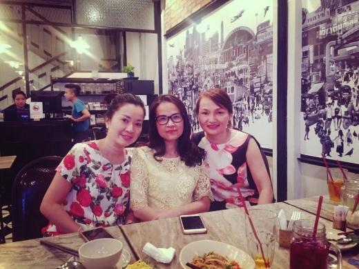 Cả 3 mẹ đều rất xinh đẹp và trẻ trung. - Tin sao Viet - Tin tuc sao Viet - Scandal sao Viet - Tin tuc cua Sao - Tin cua Sao