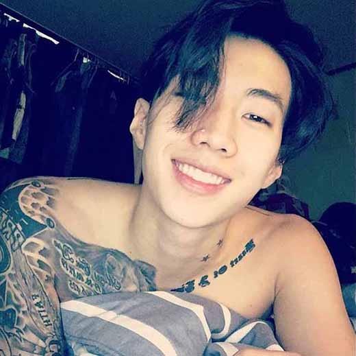 Jay Park khoe ảnh cười cực tươi khiến fan thích thú.
