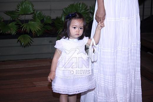 Bé Sol - con gái Đoan Trang ngày càng xinh xắn, bụ bẫm và bám mẹ. - Tin sao Viet - Tin tuc sao Viet - Scandal sao Viet - Tin tuc cua Sao - Tin cua Sao