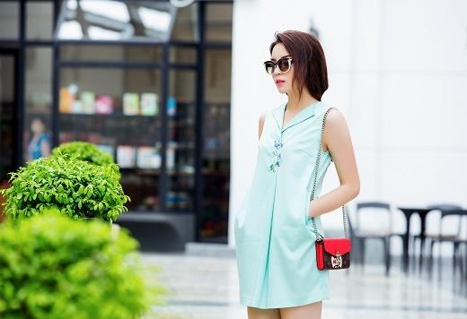 Hoa hậu Kỳ Duyên trẻ trung xuống phố ngày hè