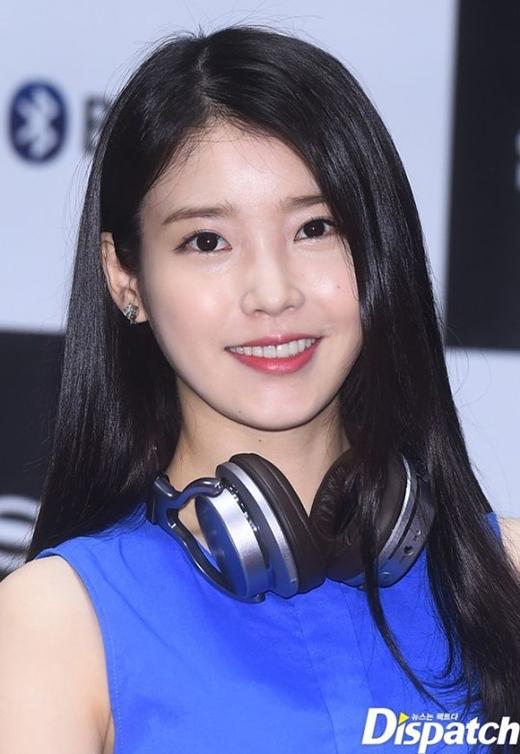 Trong buổi thử giọng của JYP, IU đã gây ấn tượng mạnh với khả năng thanh nhạc tuyệt vời. Mặc dù không được chọn nhưng gương mặt của IU lúc bấy giờ cũng thu hút sự chú ý của người khác với vẻ ngoài xinh đẹp của mình. Sau một thời gian, cô dần có được vị trí nhất định trong lòng công chúng và trở thành em gái quốc dân nổi tiếng như ngày nay.
