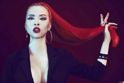 Jolie Chan (Trần Thái Hà) – sinh năm 1994. Electro EDM và VinaHouse là sở trường của Jolie.