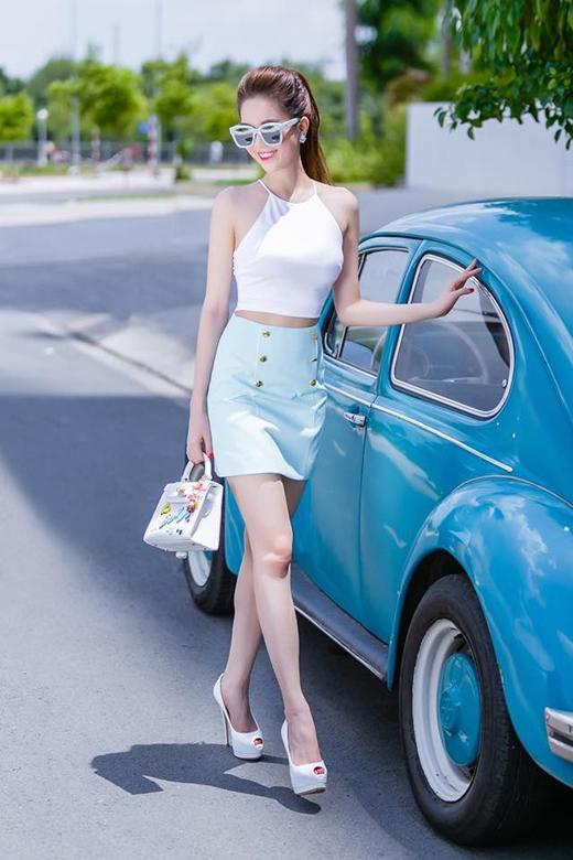Thời trang xuống phố đầu mùa mưa của các ngôi sao, hotgirl Việt