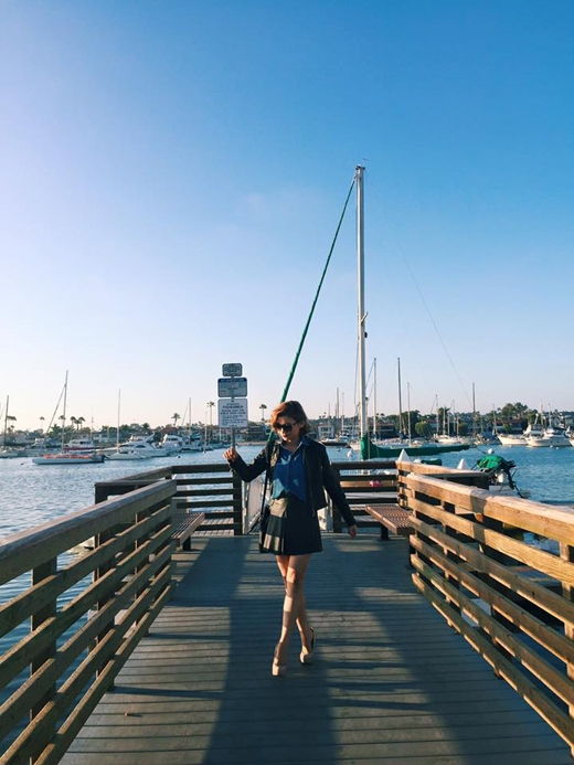 Trái ngược với Ngô Thanh Vân, nàng ca sĩ Tiêu Châu Như Quỳnh đã tạm gác lại những lịch trình bận rộn của mình và vẫn tiếp tục dành thời gian để nghỉ ngơi rất thoải mái tại bờ biển.