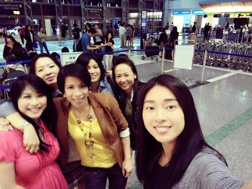 Ngô Thanh Vân đang cảm thấy rất hạnh phúc vì ngày cuối cùng ở Mỹ mà vẫn có nhiều người đến sân bay đưa tiễn cô về nước. Giờ thì cô phải tạm biệt khoảng thời gian nghỉ ngơi thoải mái ở Mỹ để quay về với những lịch trình đang chờ đợi ở Việt Nam.