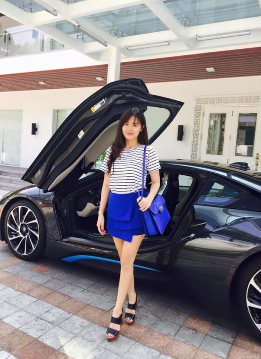 Mỹ nhân Việt thả dáng bên siêu xe đắt tiền - Tin sao Viet - Tin tuc sao Viet - Scandal sao Viet - Tin tuc cua Sao - Tin cua Sao