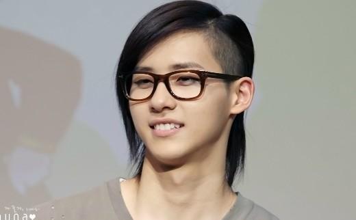 Khó cưỡng vẻ đáng yêu siêu cấp của thần tượng Kpop có... răng thỏ
