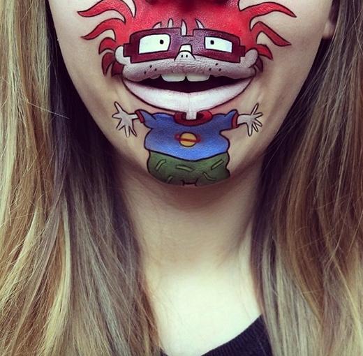 Độc đáo những hình vẽ hoạt hình sống động trên môi cô gái