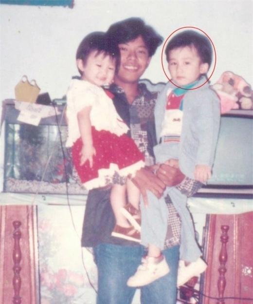 Chí Thiện chụp cùng cha năm 1990. Khi ấy Chí Thiện mới 2 tuổi. - Tin sao Viet - Tin tuc sao Viet - Scandal sao Viet - Tin tuc cua Sao - Tin cua Sao