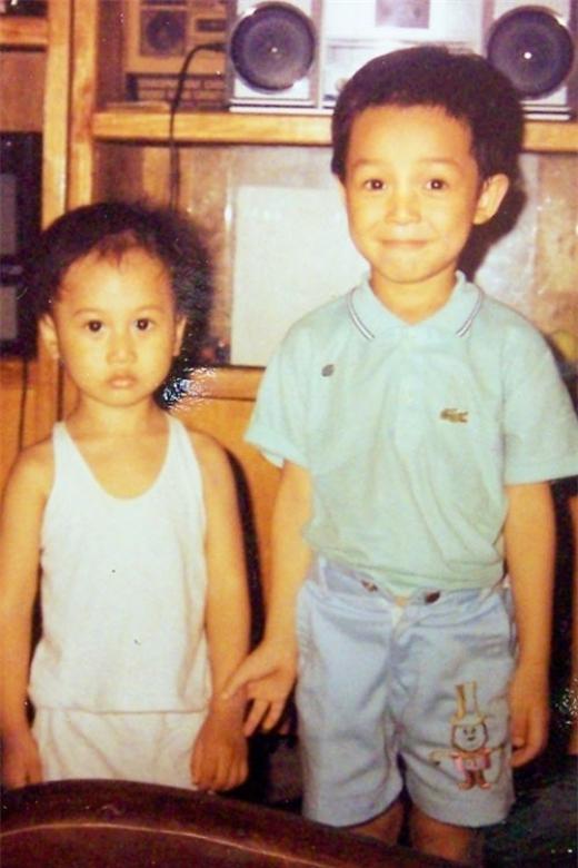 Biểu cảm đáng yêu khi chụp ảnh cùng em họ của Nathan Lee. - Tin sao Viet - Tin tuc sao Viet - Scandal sao Viet - Tin tuc cua Sao - Tin cua Sao
