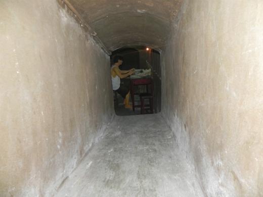 Rùng mình khám phá căn hầm bí ẩn cùng những món ăn kinh dị giữa Sài Gòn