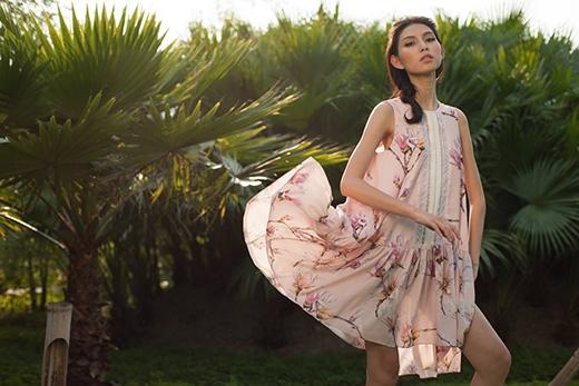 Nhẹ nhàng, bồng bềnh trong thiết kế chữ A với phần chân váy dún bèo (hay còn gọi là váy đám mây). Những dáng váy rộng cùng gam màu tươi sáng giúp cho thân hình mảnh dẻ trở nên đầy đặn hơn, tươi trẻ hơn.