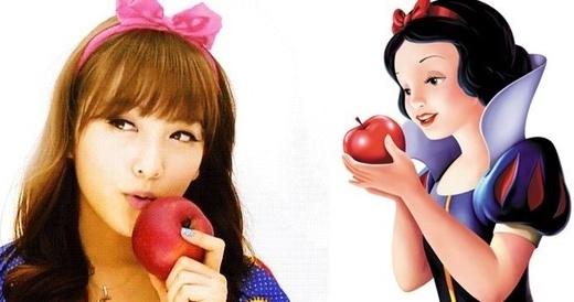 Cựu thành viên Kara, Jiyoung khiến các fan bất ngờ và thích thú khi hóa thân trông giống hệt nàng Bạch Tuyết bước ra từ thế giới truyện tranh.