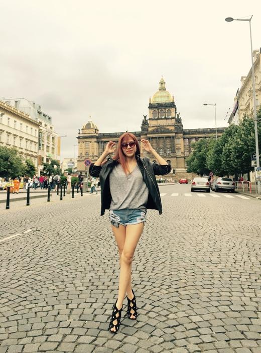 Sau khi hoàn thành chuyến lưu diễn tại đây, cô nàng sẽ quay trở về nước để bắt tay hoàn thành dự án âm nhạc cùng một nam ca sĩ Hàn Quốc và sau đó sẽ tham gia chương trình Cuộc đua kì thú 2015 cùng Băng Di. - Tin sao Viet - Tin tuc sao Viet - Scandal sao Viet - Tin tuc cua Sao - Tin cua Sao