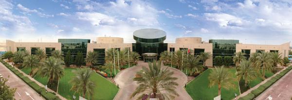Mặt chính diện đầy ấn tượng của học viện qua một bức ảnh panorama.