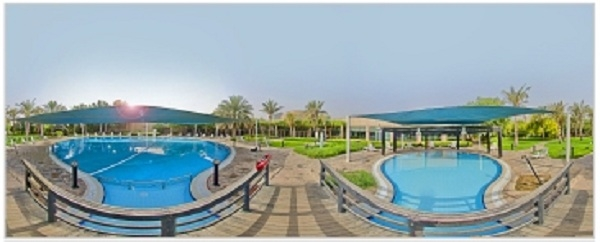 Hai bể bơi đẹp như khu nghỉ dưỡng của Học viện Etisalat.