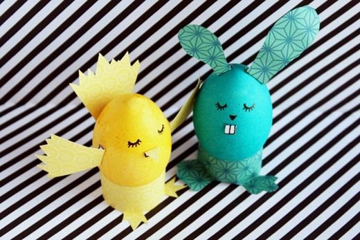 Nhóc gà và thỏ cưng chưa nè!